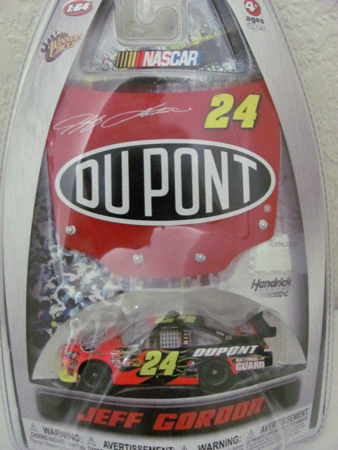 NASCAR 2010 WINNERS CIRCLE JEFF GORDON DUPONT 24 - RED