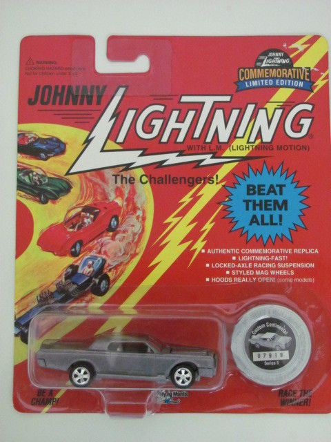 JOHNNY LIGHTNING THE CHANLLENGERS CUSTOM CONTINETAL