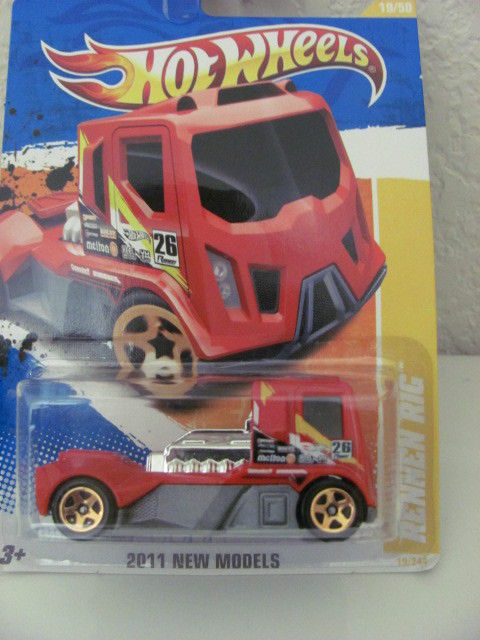 HOT WHEELS 2011 RENNEN RIG - NEW MODELS #19/50 RED