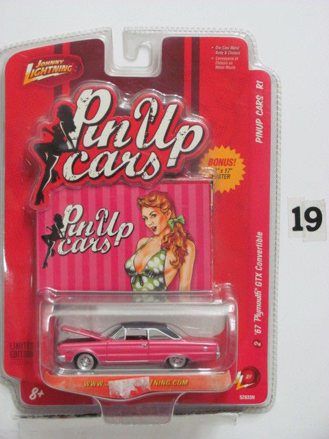 JOHNNY LIGHTNING PINUP CARS R1 '67 PLYMOUTH CONVERTIBLE PINK