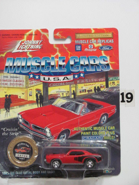 JOHNNY LIGHTNING MUSCLE CARS U.S.A 1971 HEMI CUDA RED