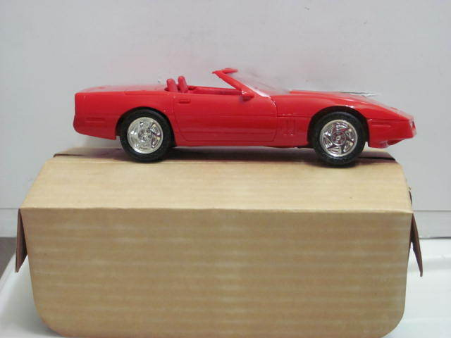 ERTL 6044 1990 CORVETTE CONVERTIBLE ( BRIGHT RED )