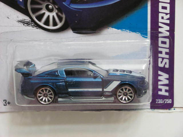 HOT WHEELS 2013 HW SHOWROOM - THEN & NOW CUSTOM '12 FORD MUSTANG