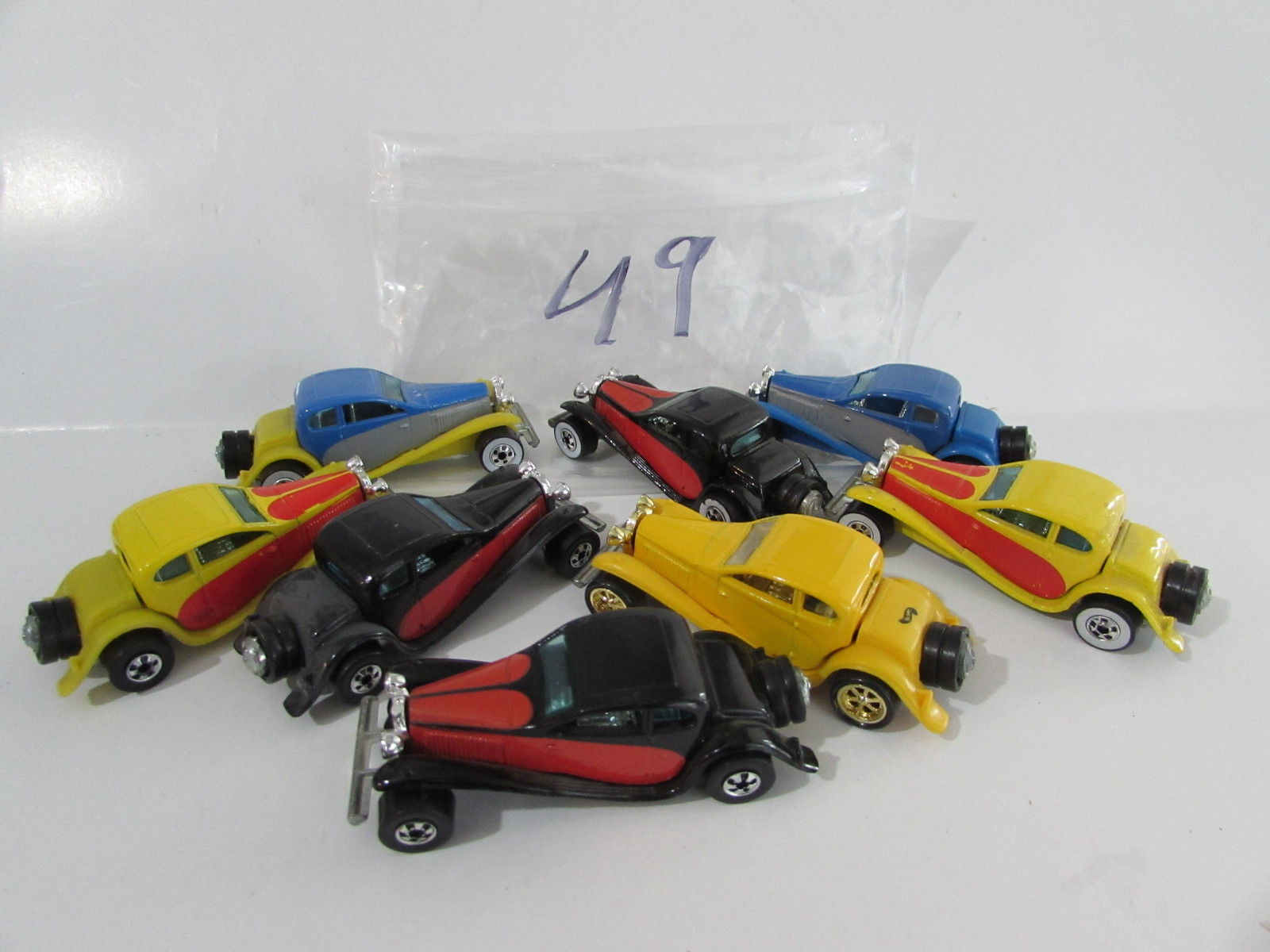 HOT WHEELS LOT OF 8 '37 BUGATTI BLACK YELLOW BLUE 1980 HONG KONG / MALAYSIA BASE