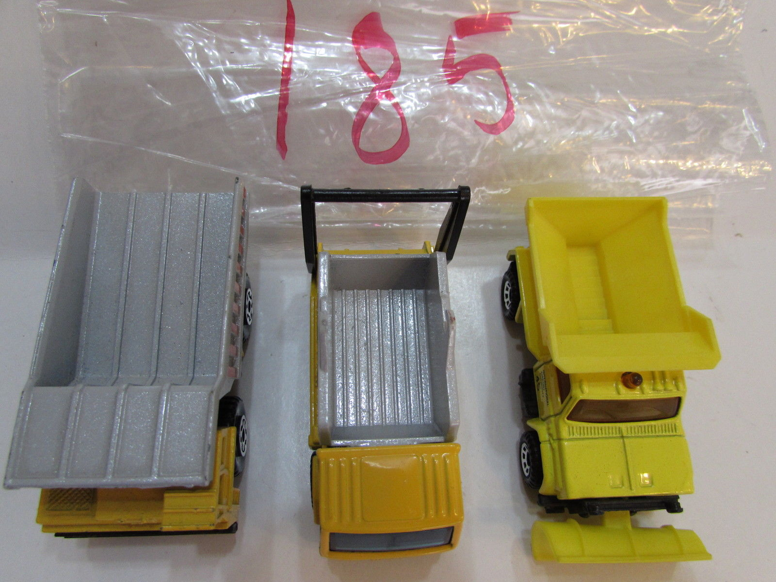 MATCHBOX LOT OF 3 LOOSE FORD CARGO TRUCK DUMP TRUCK 1989 1990 MACAU BASE