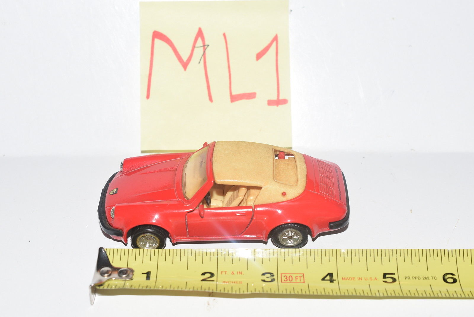 MC TOY CLASSIC SPORT CAR - PORSCHE 911 SC SCALE 1/36 - MADE IN MACAU - LOOSE