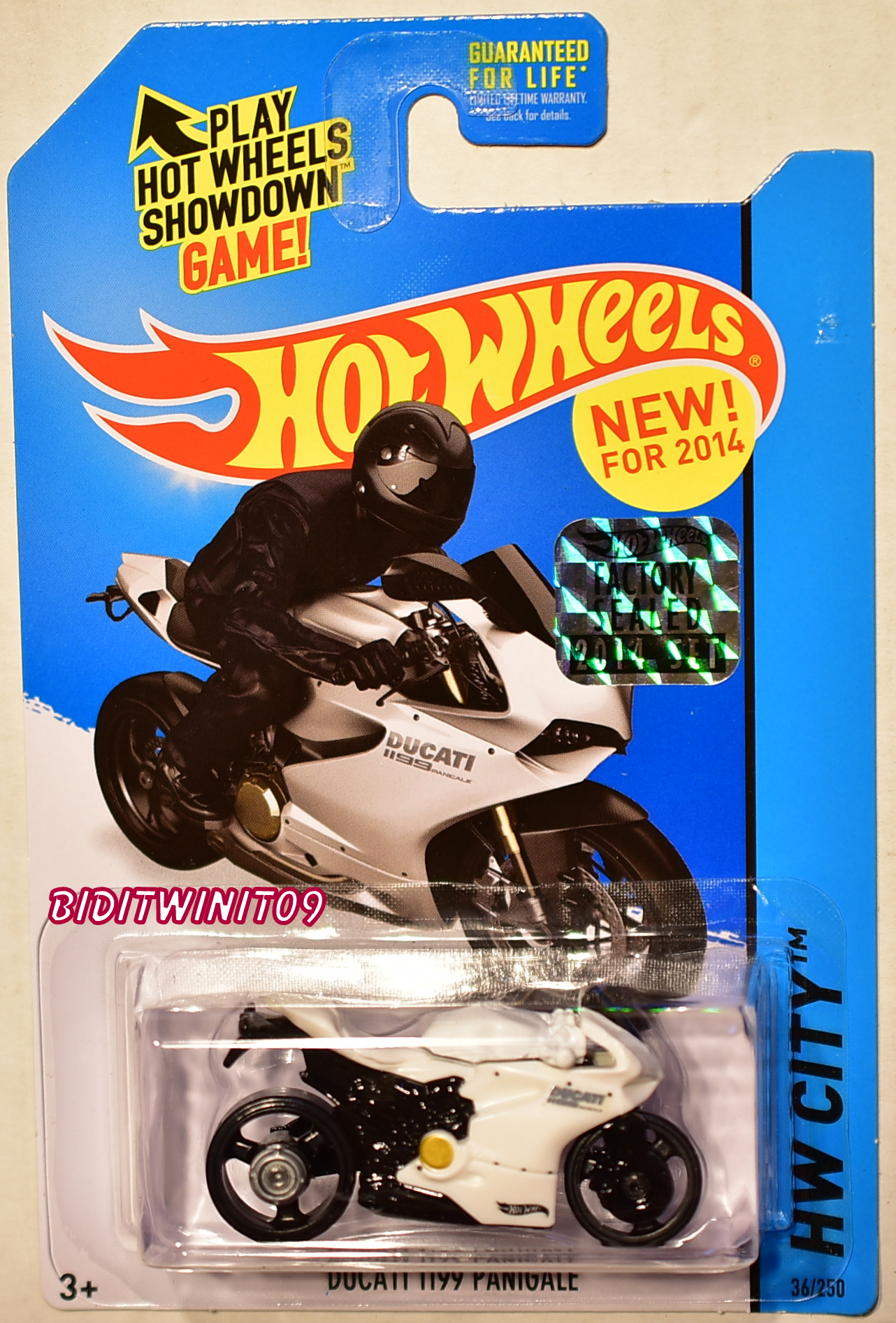 HOT WHEELS 2014 HW CITY DUCATI 1199 PANIGALE WHITE FACTORY SEALED