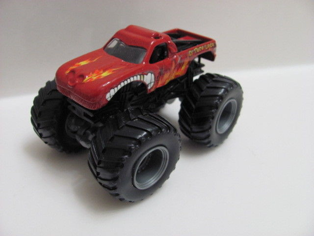 "HOT WHEELS MONSTER JAM "" EL TORO LOCO "" LOOSE"