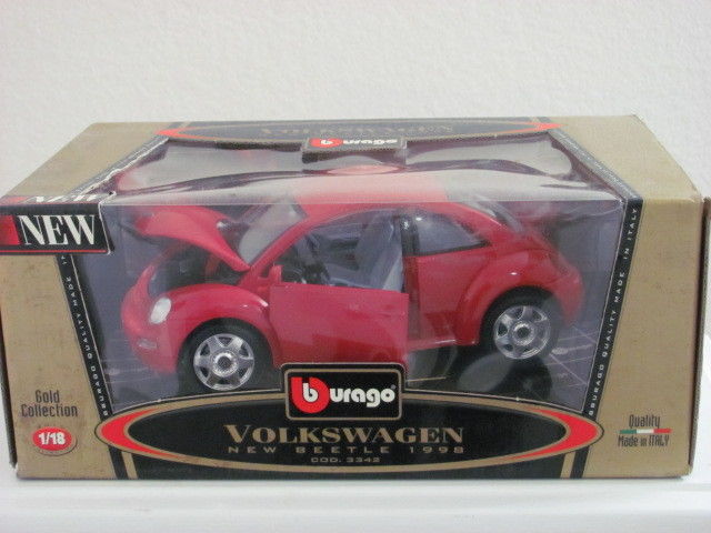 BURAGO 1/18 VOLKSWAGON NEW BEETLE 1998 COD. 3342