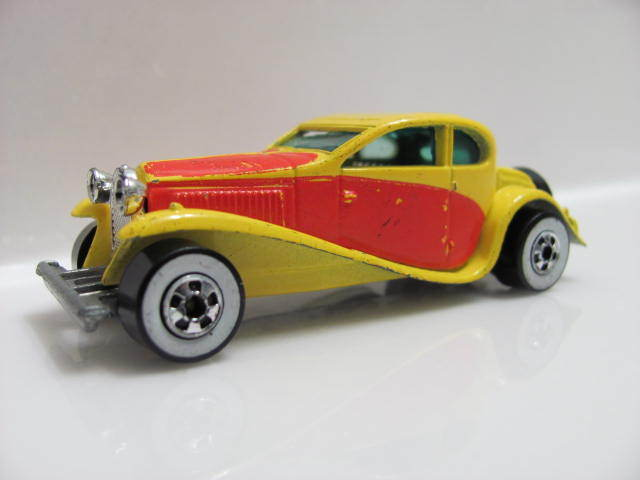 HOT WHEELS 1980 BUGATTI W/WW YELLOW C-5 E+