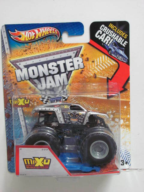 MONSTER JAM INCLUDES CRUSHABLE CAR MAXIMUM DESTRUCTION MAX-O SILVER