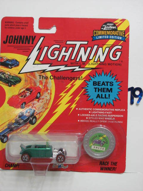 JOHNNY LIGHTNING COMMEMORATIVE '32 CLASSIC '32 ROADSTER GREEN