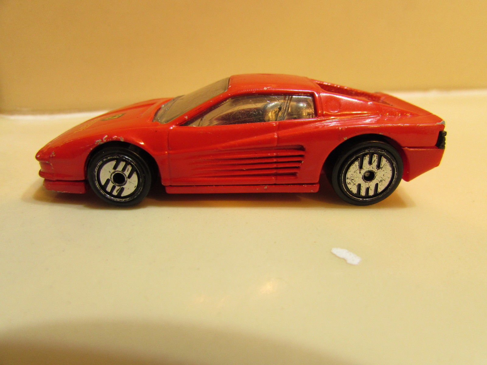 HOT WHEELS FERRARI 1985 TESTAROSSA LOOSE
