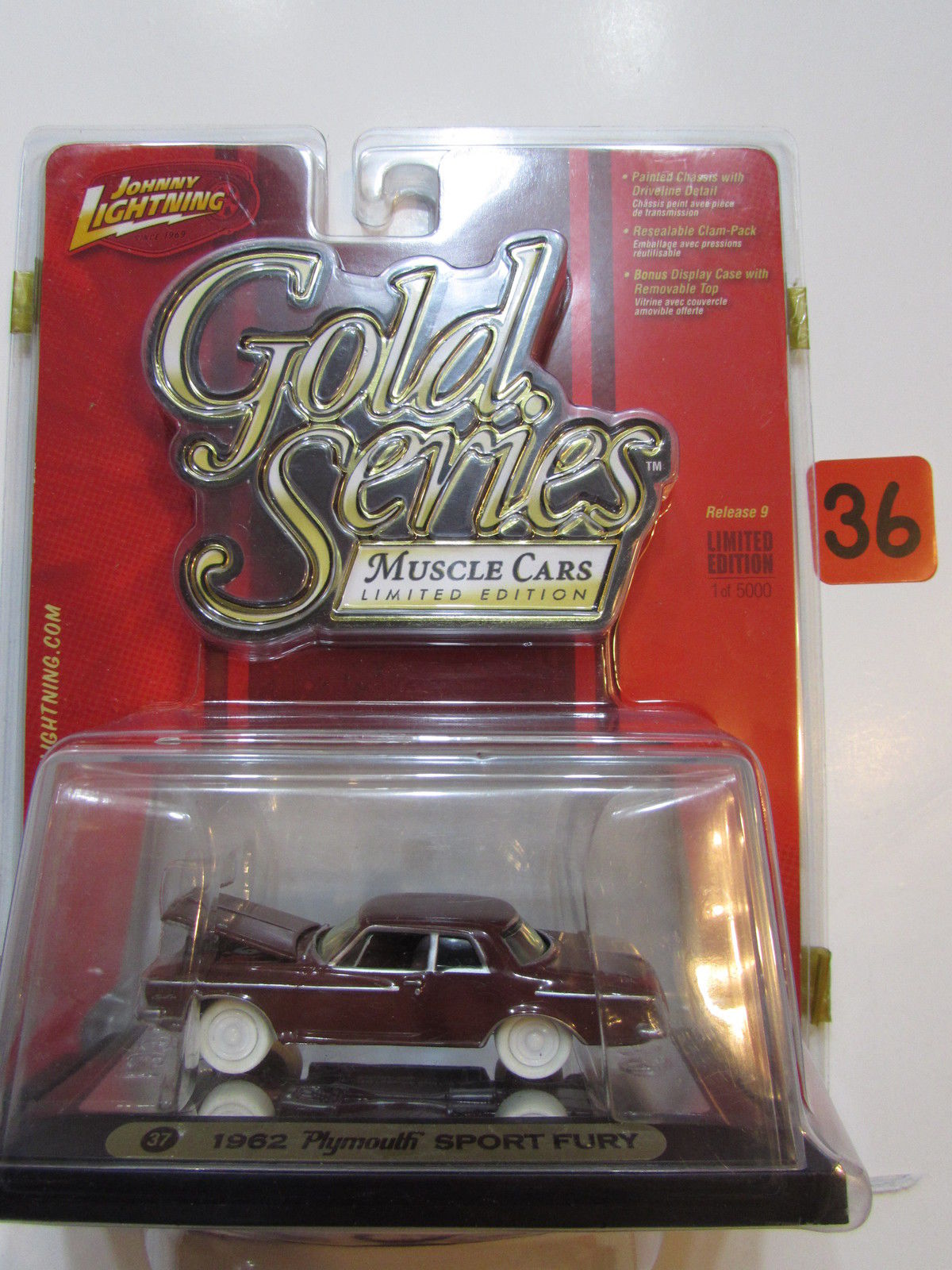 JOHNNY LIGHTNING GOLD SERIES MUSCLE - 1962 PLYMOUTH SPORT FURY WHITE LIGHTNING