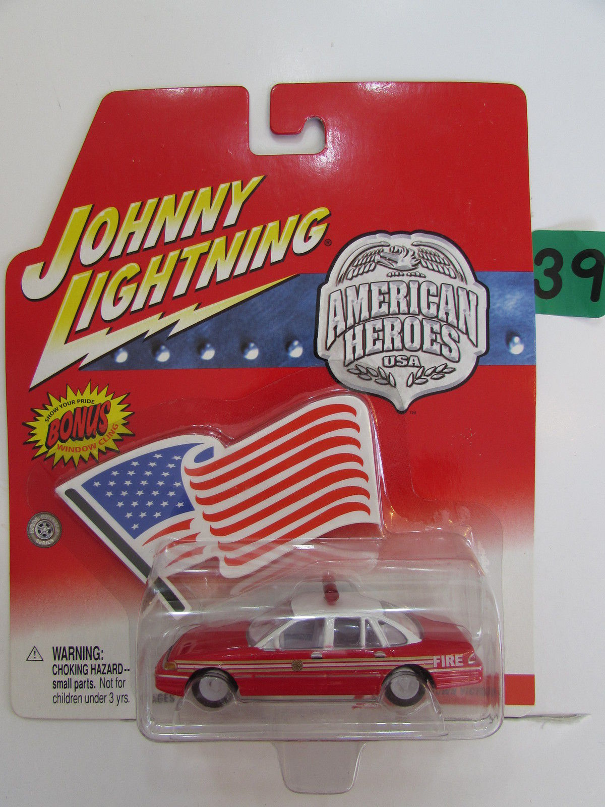 JOHNNY LIGHTNING AMERICAN HEROES USA - FIRE CHIEF CROWN VICTORIA WHITE LIGHTNING