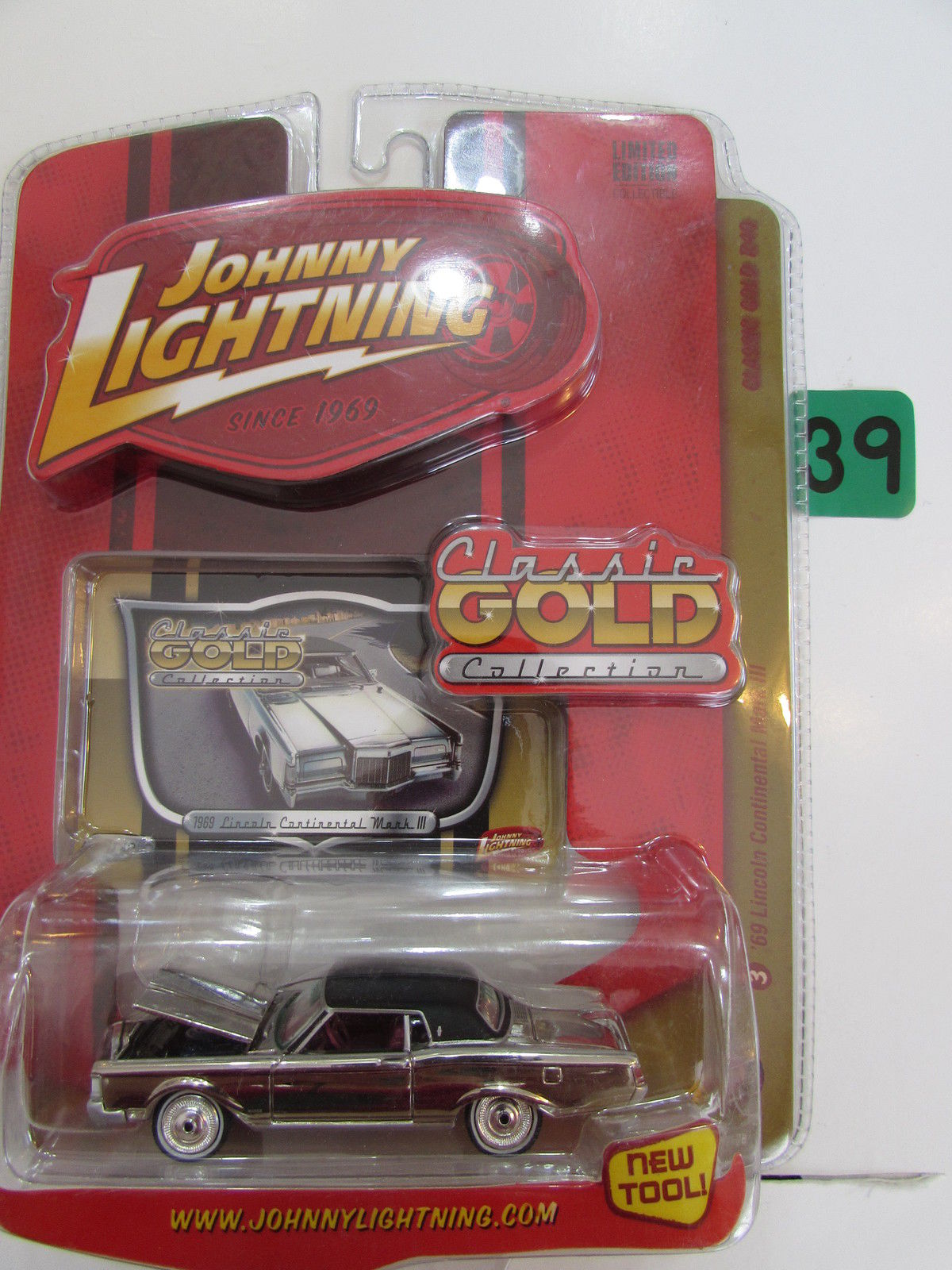 JOHNNY LIGHTNING 2008 CLASSIC GOLD COLLECTION '69 LINCOLN CONTINENTAL MARK III
