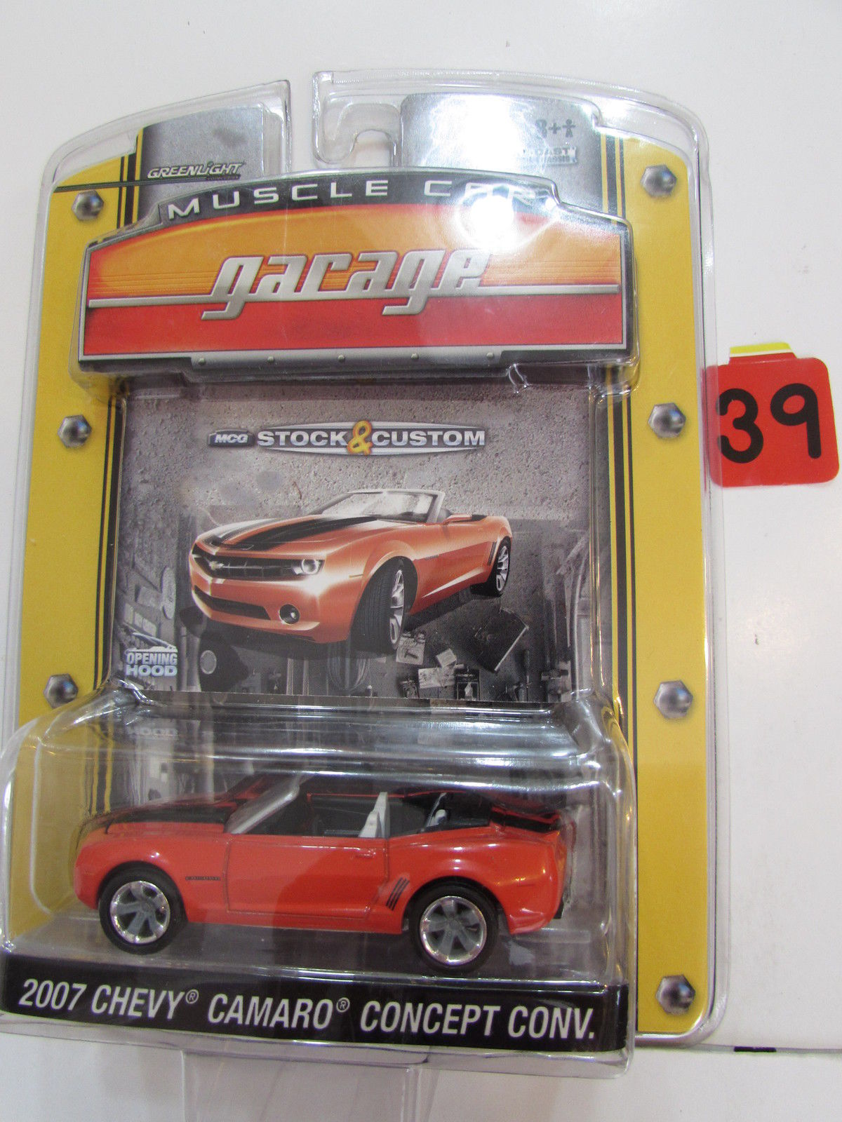 GREENLIGHT MUSCLE CAR GARAGE 2007 CHEVY CAMARO CONCEPT CONV RED SCALE 1:64