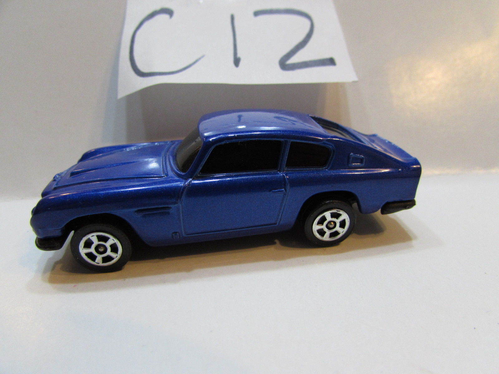 CORGI TOYS ASTON MARTIN DB6 LOOSE MADE IN GR. BRITAIN