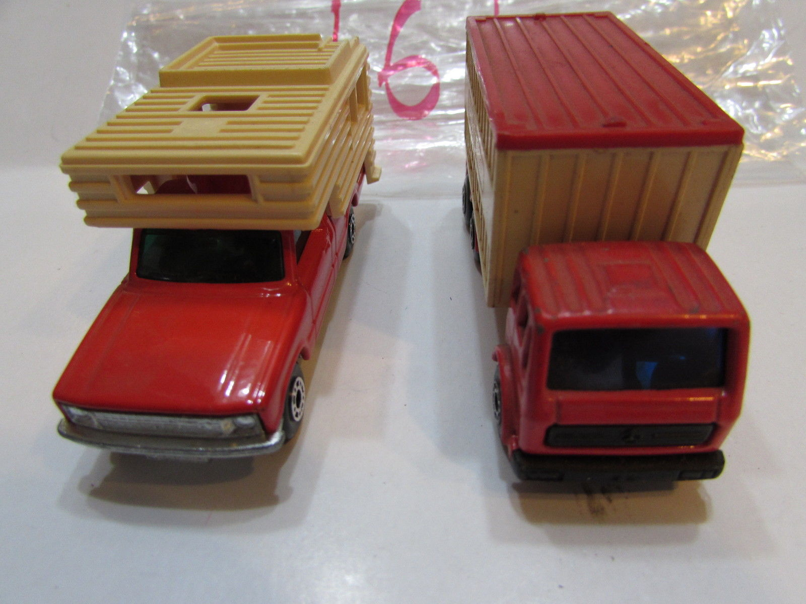 MATCHBOX LESNEY LOT OF 2 LOOSE CAMPER MERCEDES CONTAINER TRUCK - ENGLAND BASE