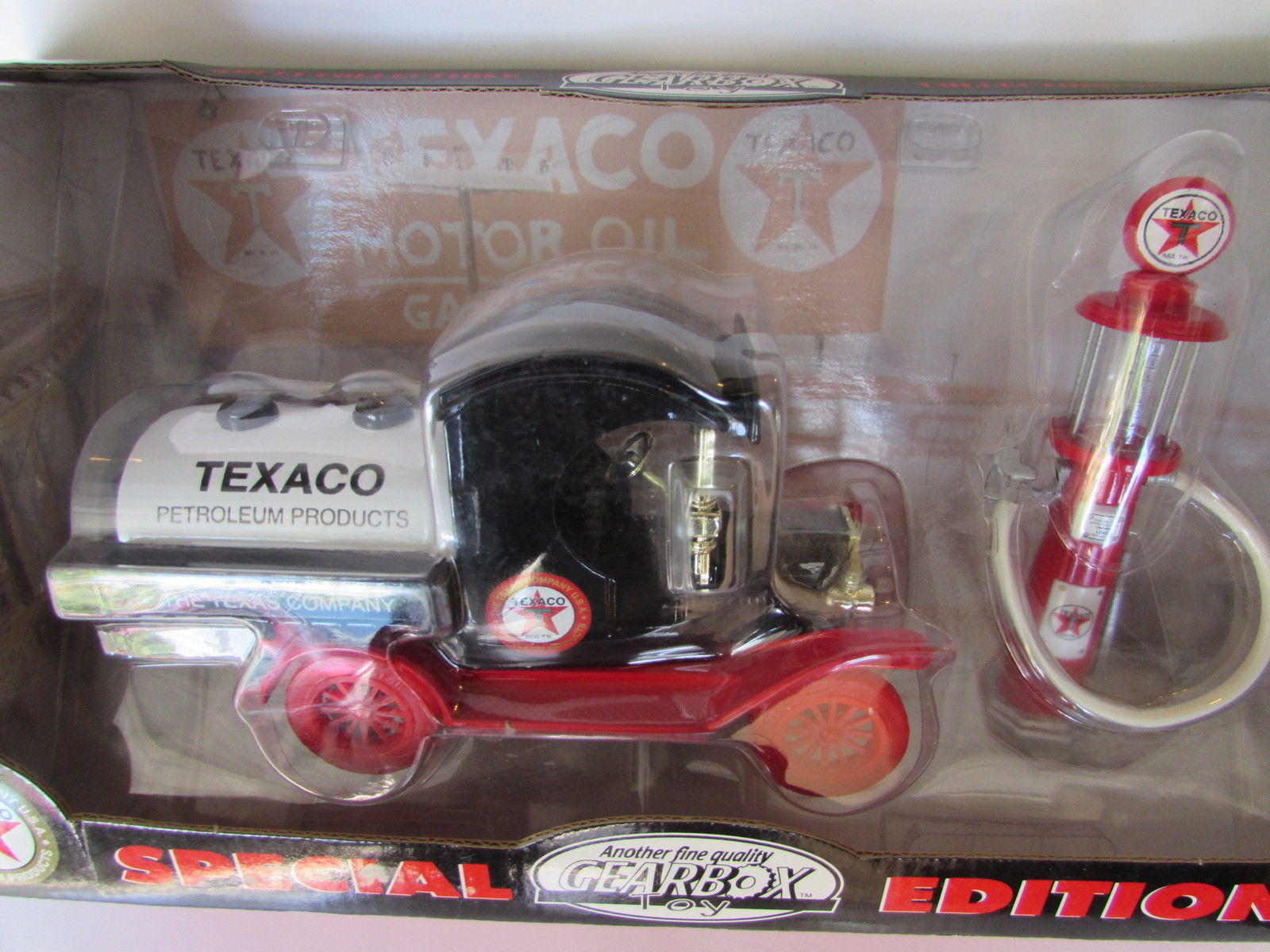 "1999 TEXACO 1912 FORD MODEL ""T"" OIL TANKER - 1920 WAYNE GAS PUMP SCALE 1:24"