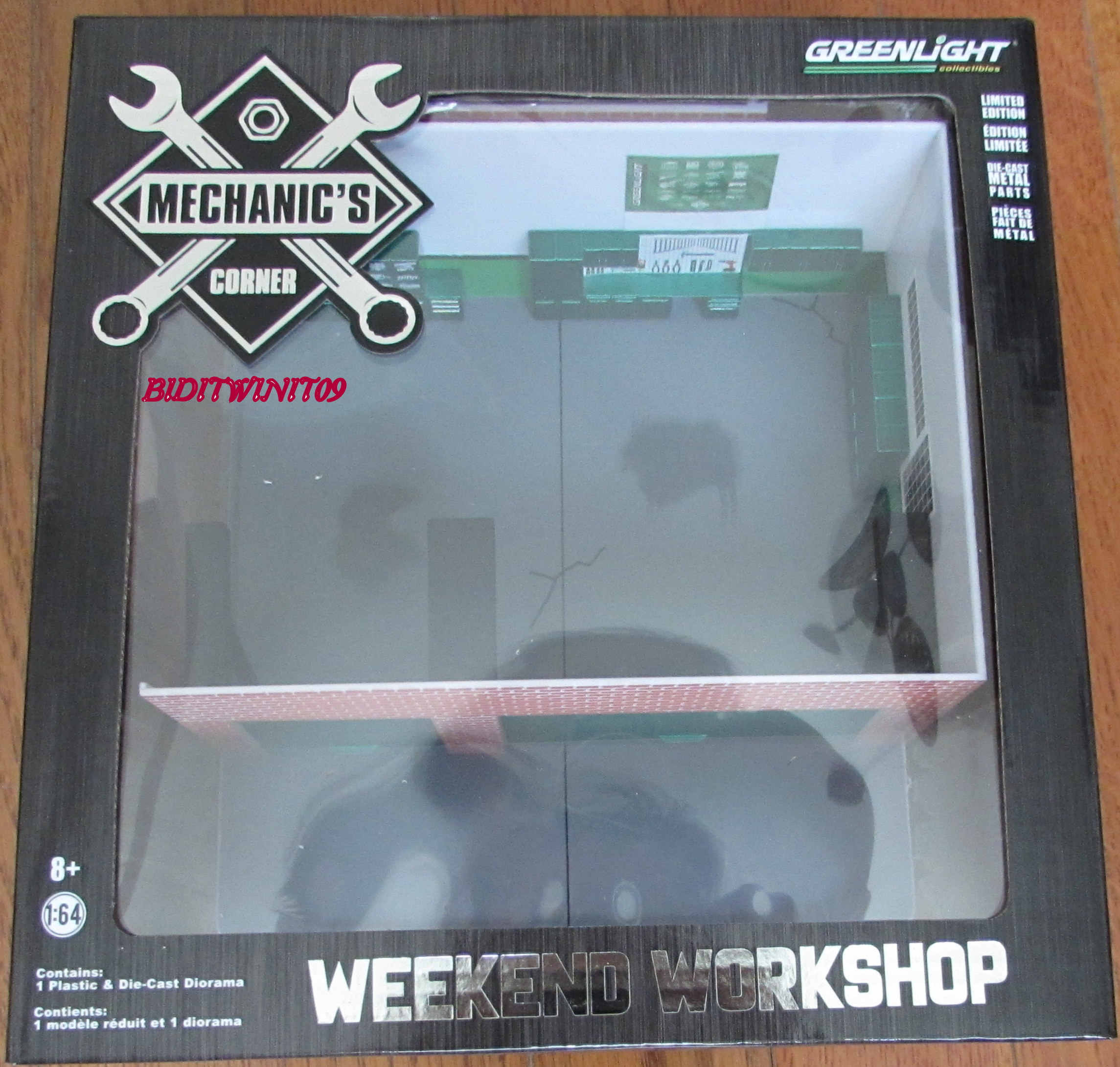 GREENLIGHT MECHANICS CORNER WEEKEND WORKSHOP MAN CAVE 1:64 GREEN MACHINE E+