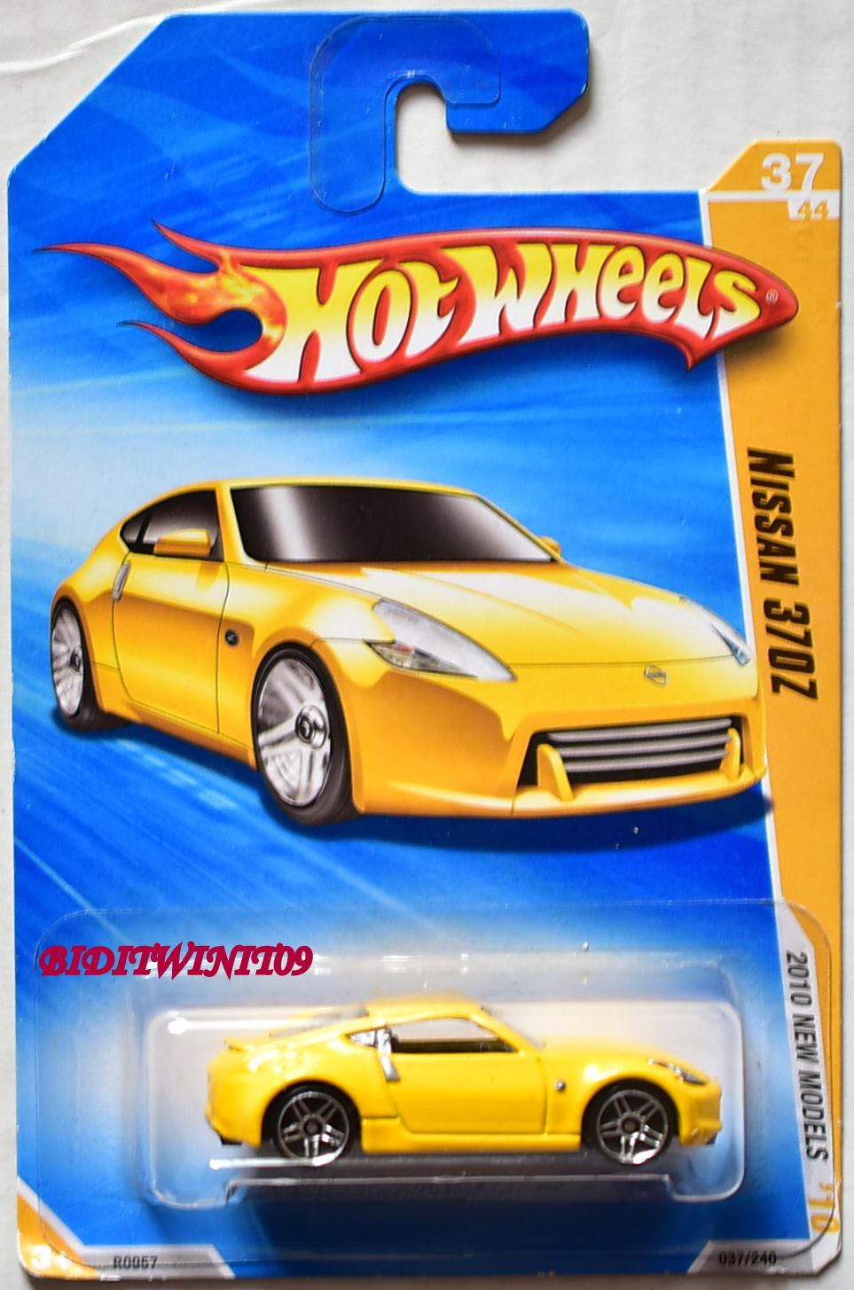 HOT WHEELS 2010 NEW MODELS NISSAN 370Z YELLOW