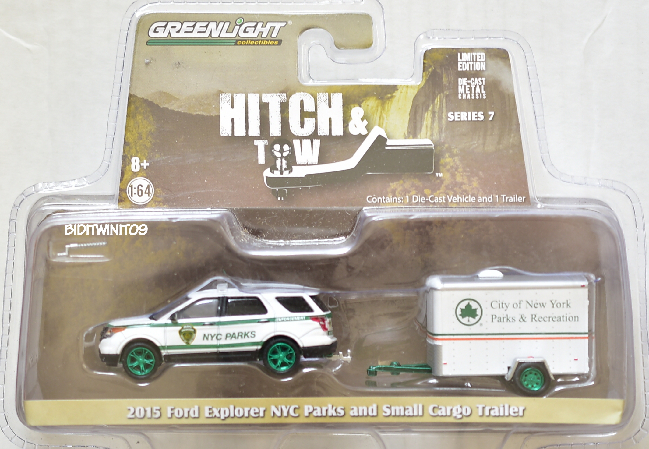 GREENLIGHT GREEN MACHINE 2015 FORD EXPLORER NYC PARKS AND SMALL CARGO TRAILER E+
