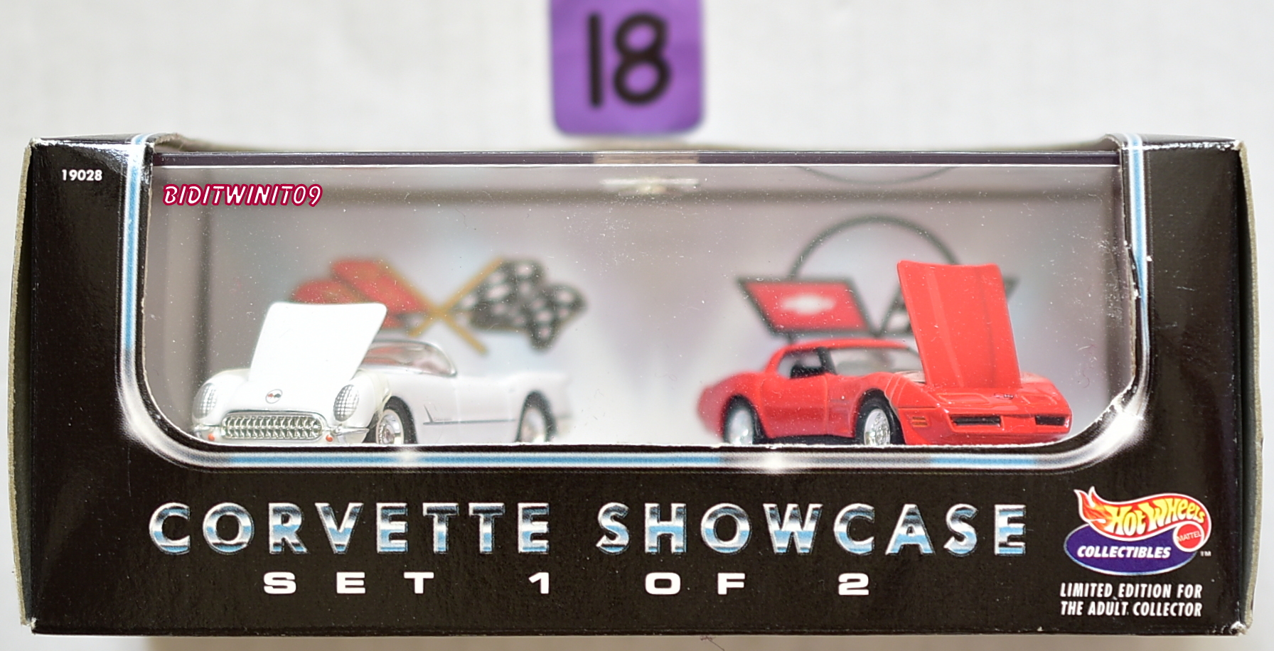 HOT WHEELS COLLECTIBLES CORVETTE SHOWCASE SET 1 OF 2 1953 - 1982 CORVETTE E+