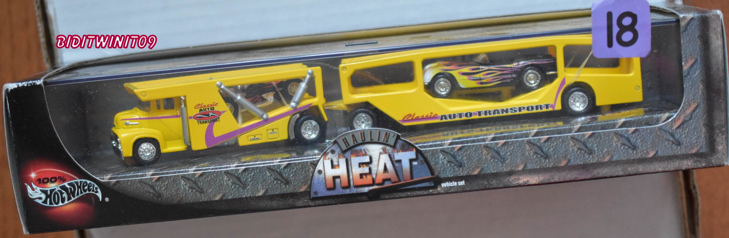 100% HOT WHEELS HAULIN' HEAT AUTO TRANSPORTER CORVETTE & SPRINT CAR E+