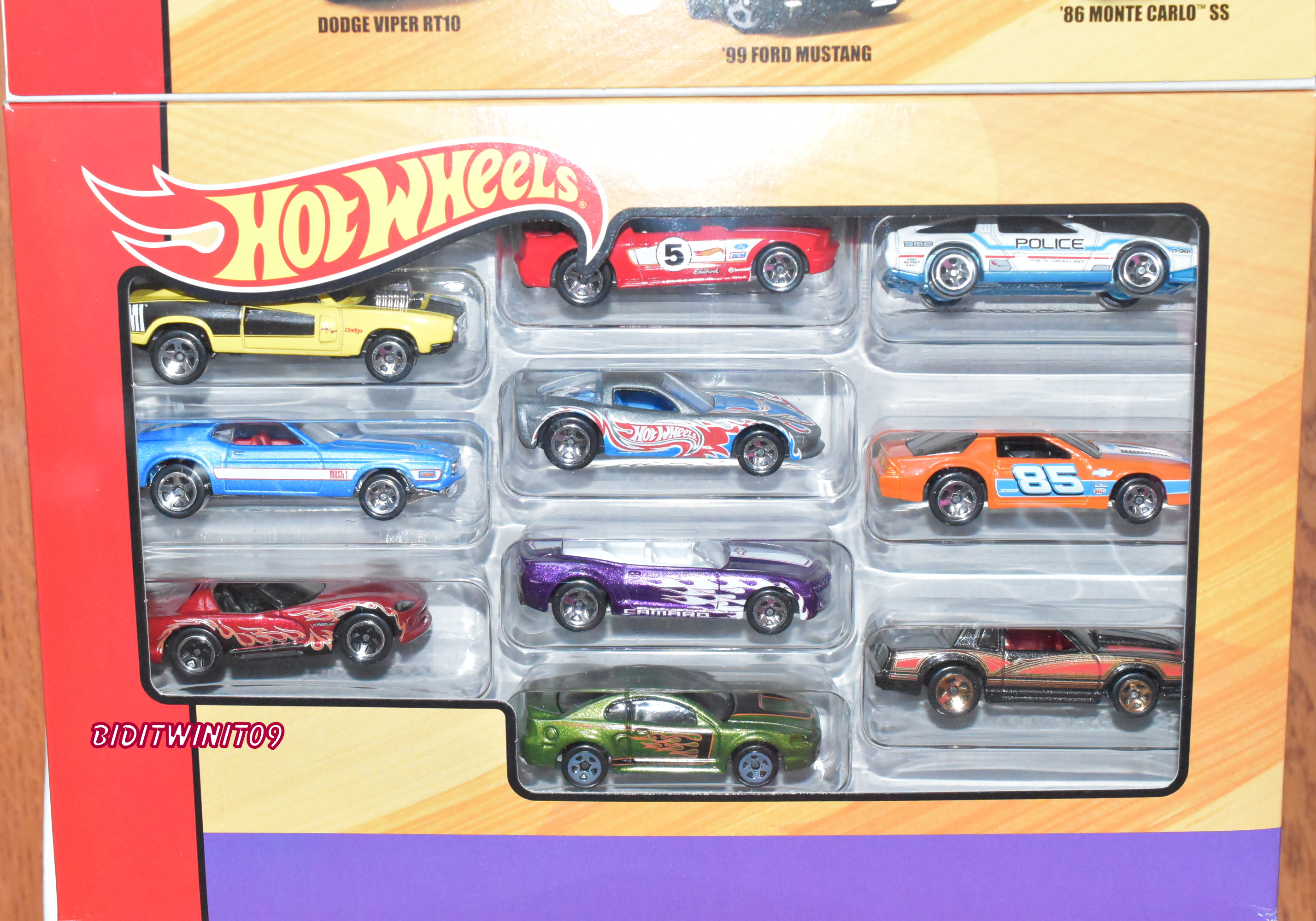 HOT WHEELS 2018 50TH THROWBACK 10 PACK EXCLUSIVE CAMARO DODGE MUSTANG