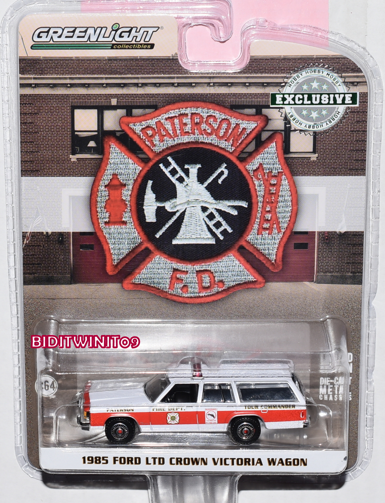 GREENLIGHT HOBBY EXC. 1985 FORD LTD CROWN VICTORIA WAGON - PATERSON