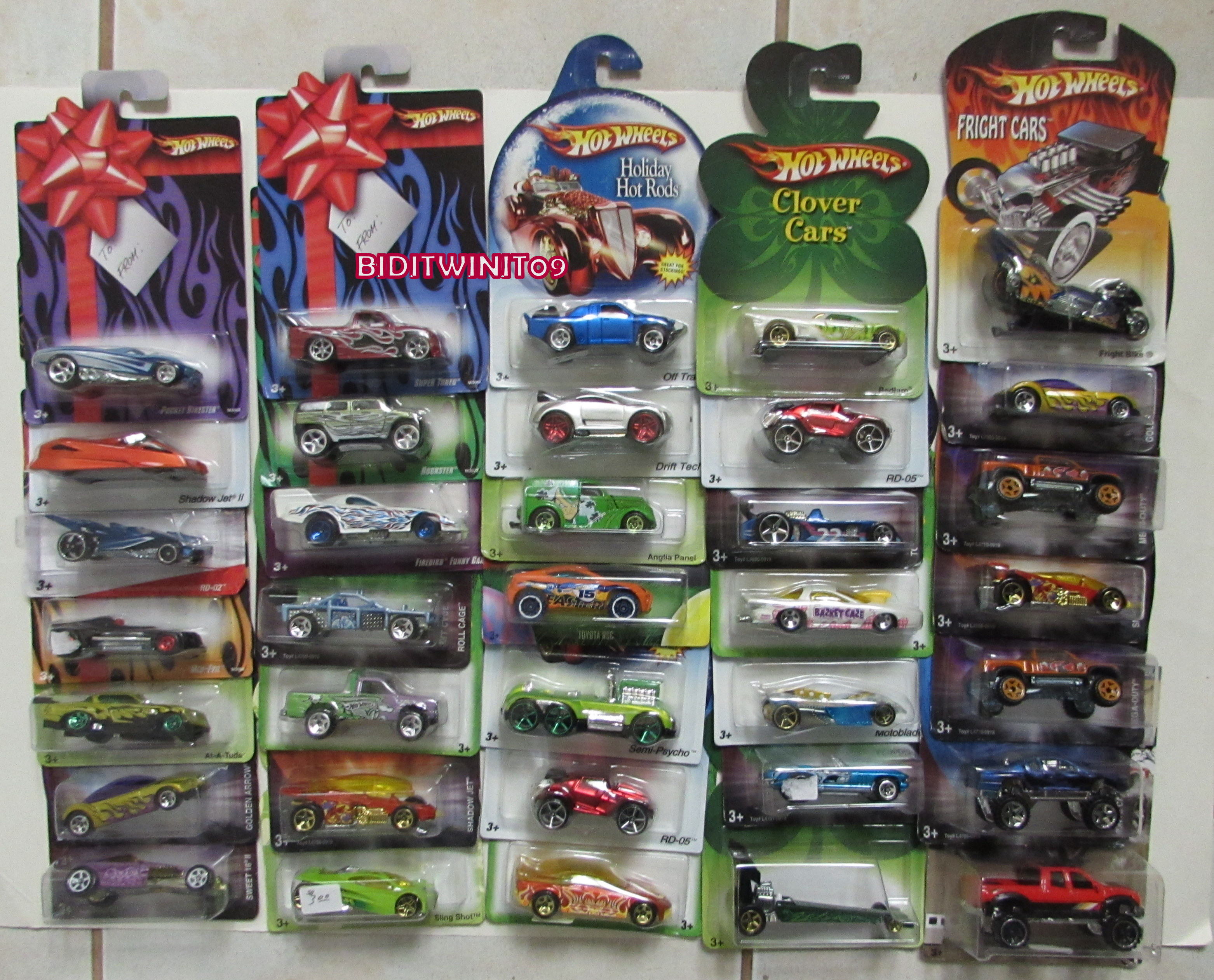 HOT WHEELS CLOVER CARS FRIGHT CARS HOLIDAY RODS LOT OF 28 PCS E+