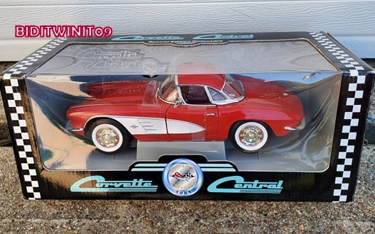 CORVETTE CENTRAL SPECIAL EDITION 1961 CORVETTE 1:18 SCALE E+