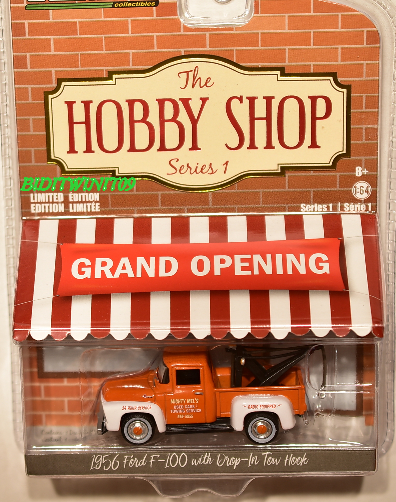 GREENLIGHT 2017 THE HOBBY SHOP SERIES 1 1956 FORD F-100 WITH DROP -IN TOW HOOK