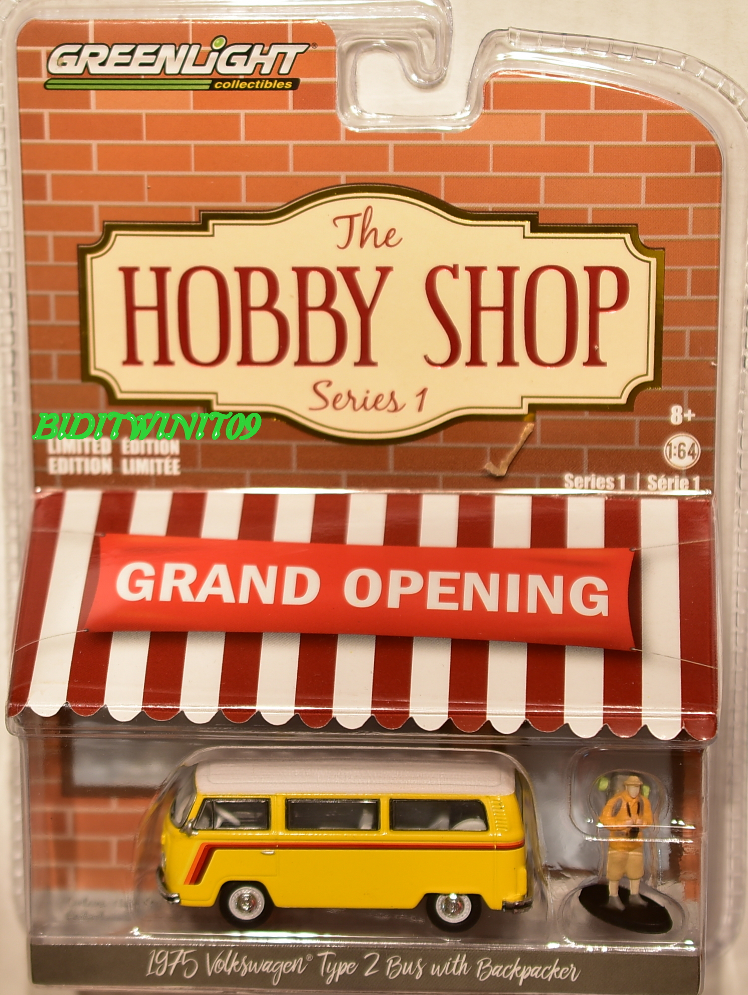 GREENLIGHT THE HOBBY SHOP SERIES 1 1975 VOLKSWAGEN TYPE 2 BUS WITH BACKPACKER E+