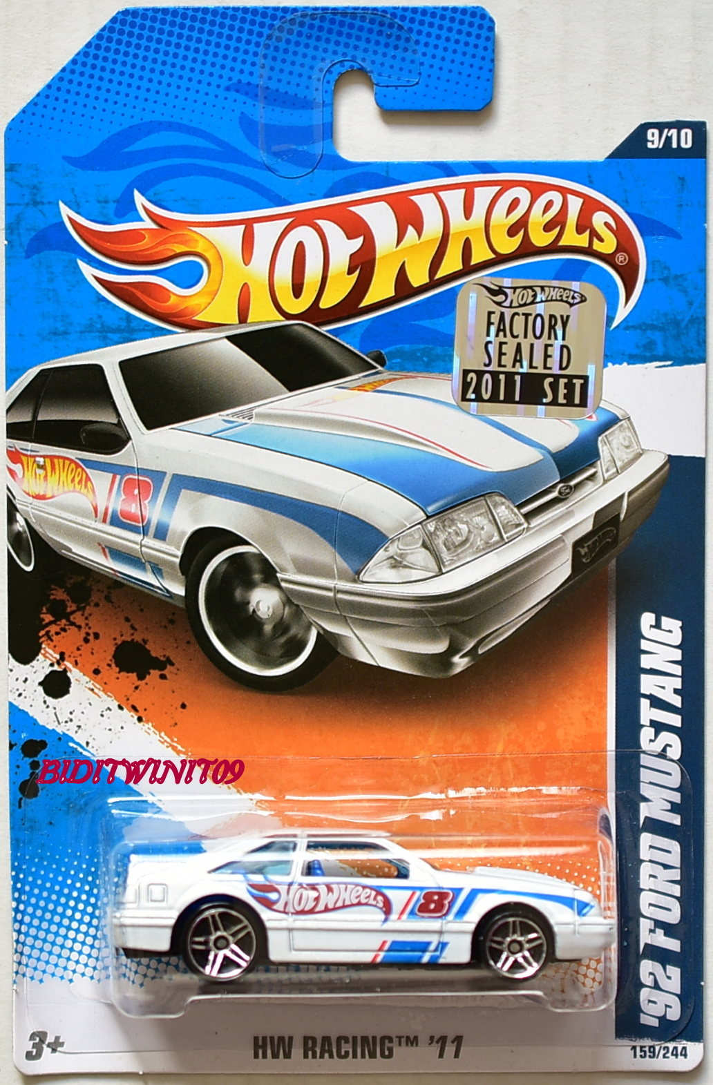 HOT WHEELS 2011 HW RACING '92 FORD MUSTANG #9/10 WHITE FACTORY SEALED